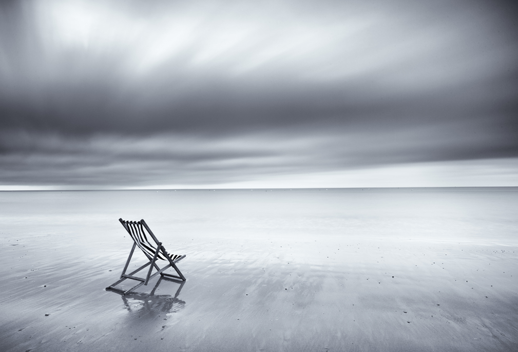 A minimalist approach can really suit black and white in this instance a single
