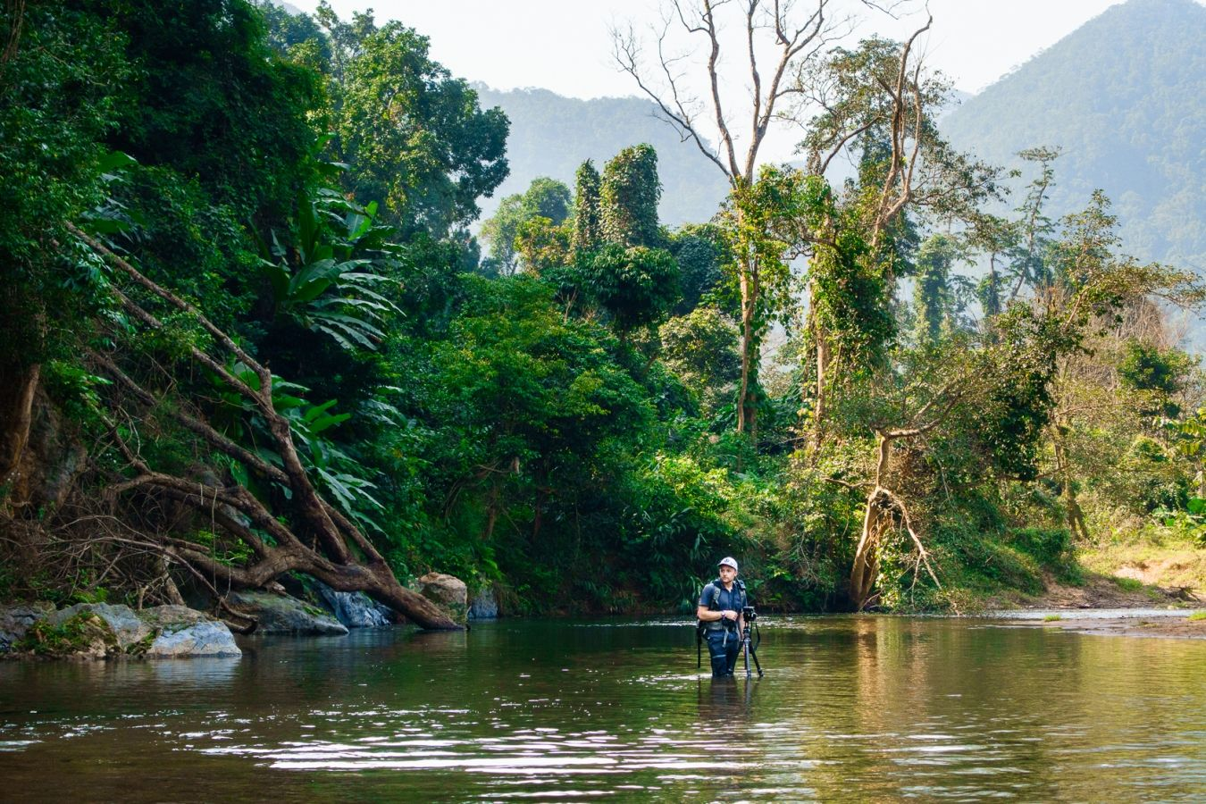 Martin Edström capturing a 360-image in a river