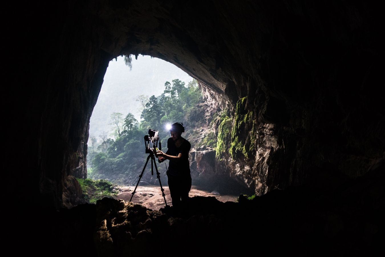 Assistant photographer Erik Hinnerdal setting up the first 360-i