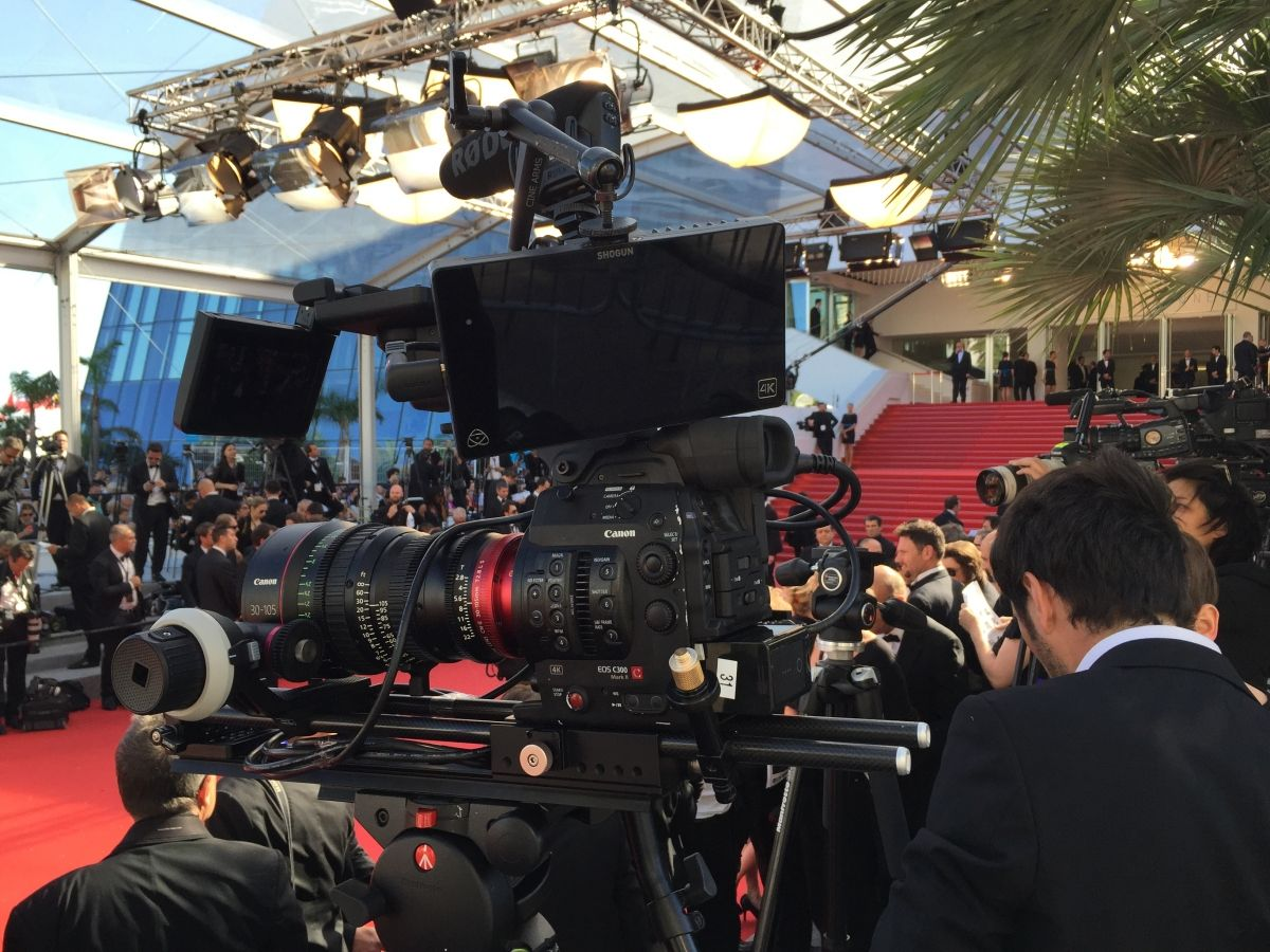(©Julia Brechler): Kit EOS C300MkII with Cine-zoom 30-105mm on the red carpet for the 2015 Cannes Festival