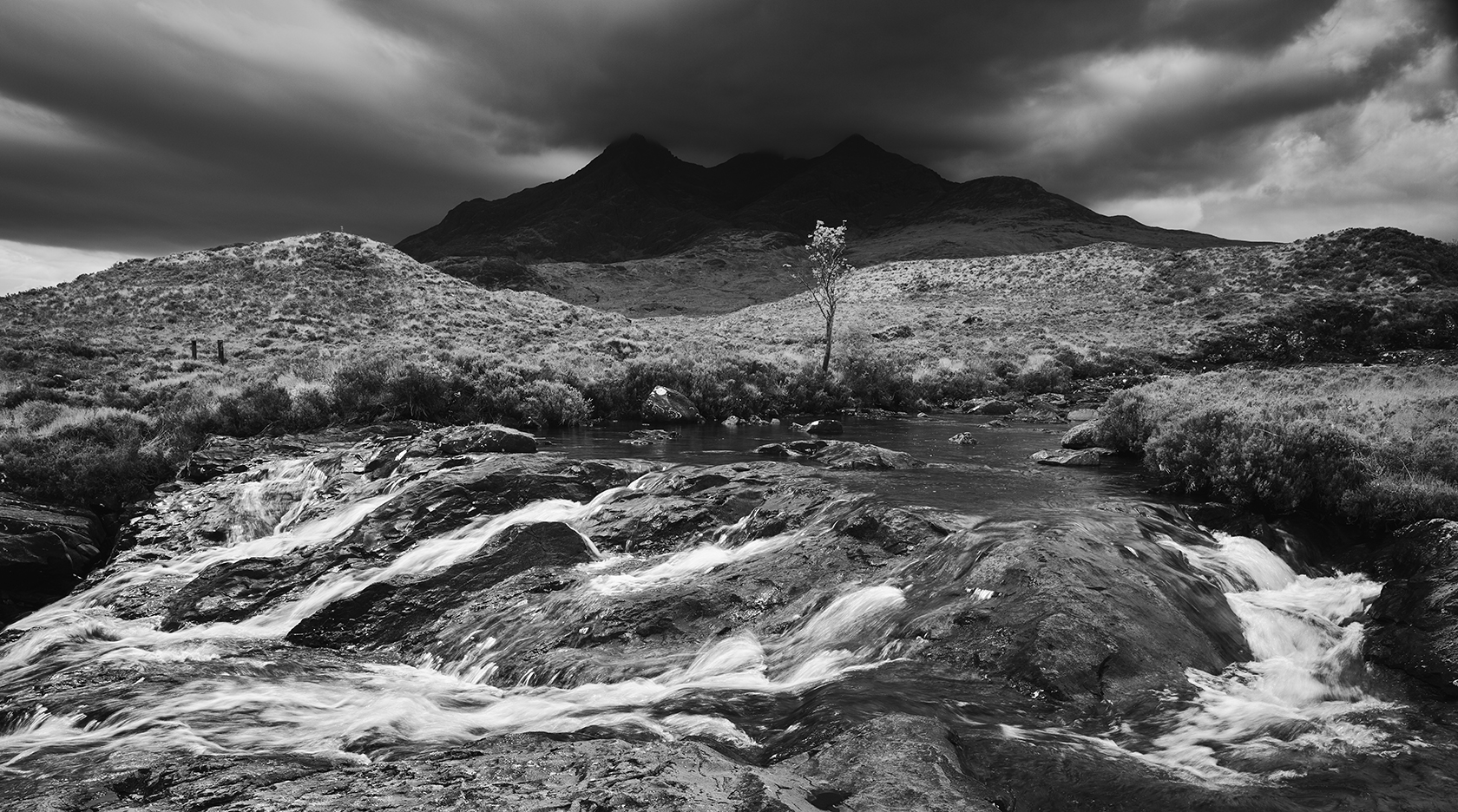 Rule 10 Rain Clouds Over The Cuillin