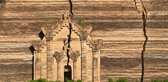 Mingun Pahtodawgyi with its earthquake-induced cracks