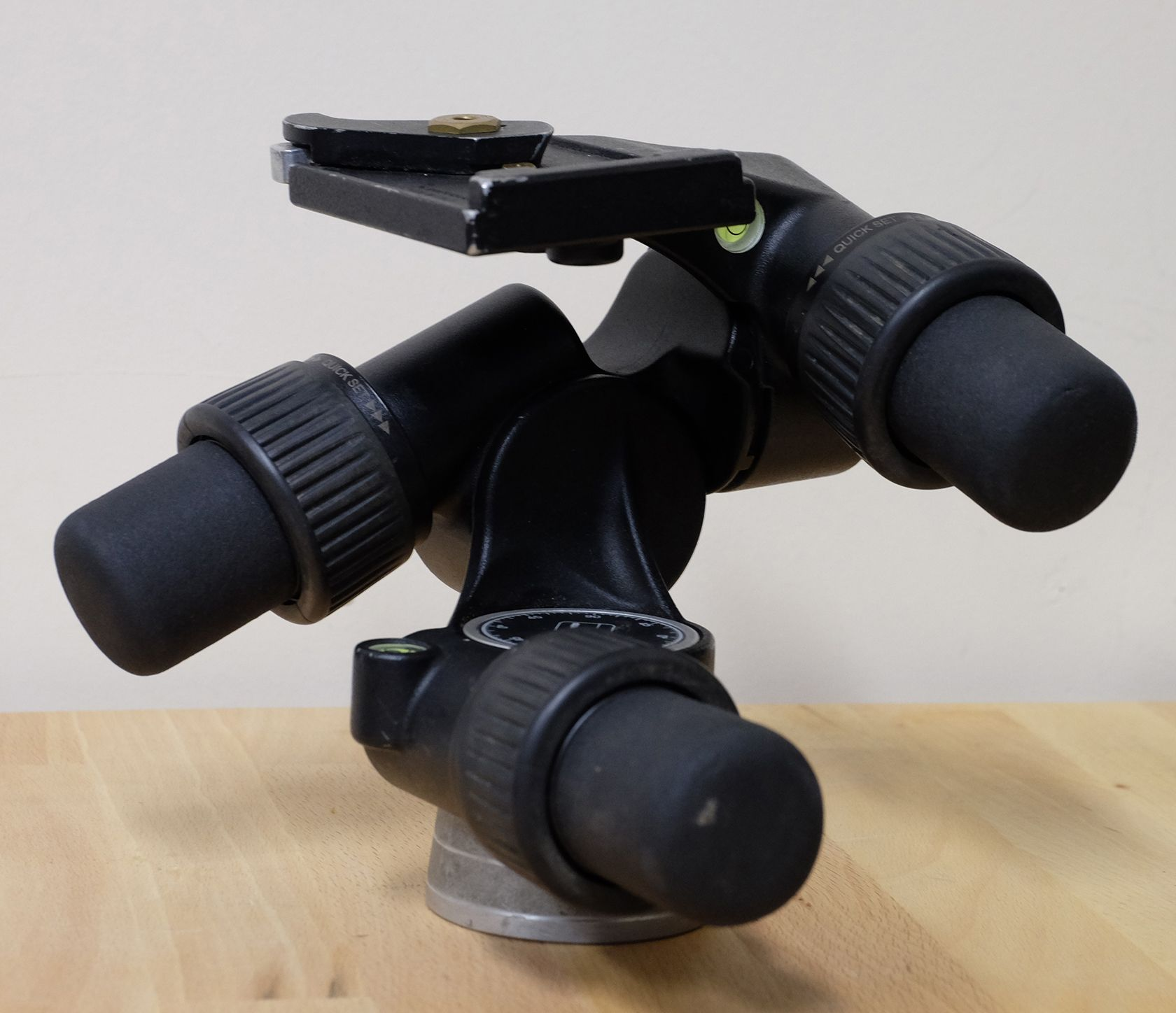 Manfrotto 405 Geared tripod head - Power without control counts