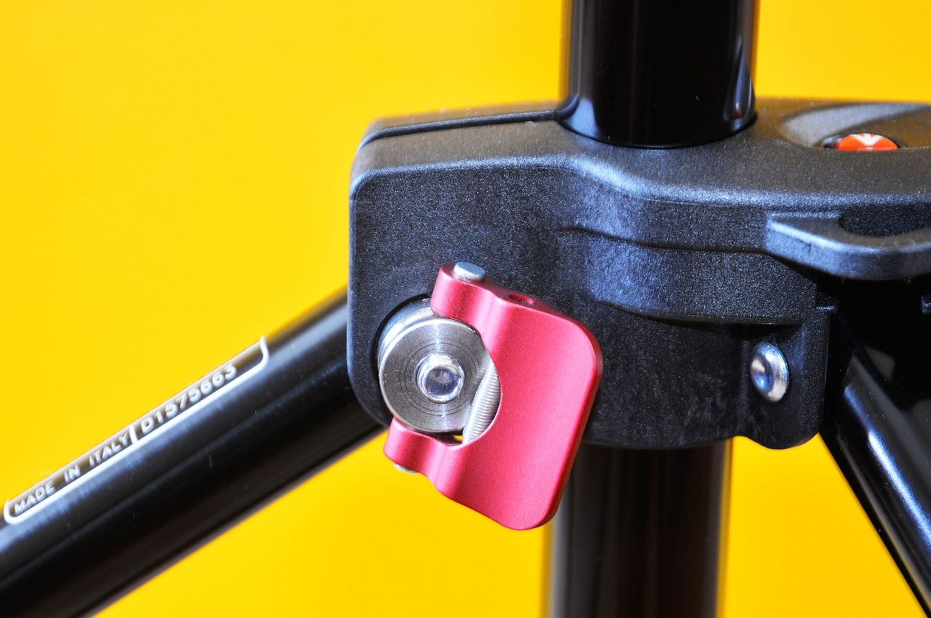 Leg lock on a Manfrotto 1314B background stand.